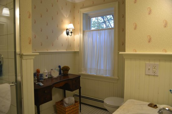 Eddington House Inn: Private bath