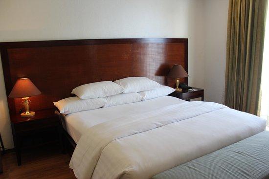 Bellarocca Island Resort and Spa: Beautiful bed!!!