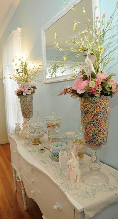 Southard House Bed and Breakfast: The Southard House candy buffet.