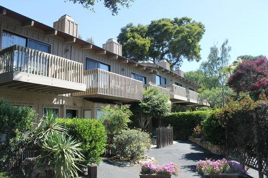 Carmel Valley Lodge : vista externa dos quartos