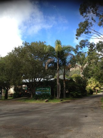 Queen Mary Falls Caravan Park & Cabins: Entrance to property
