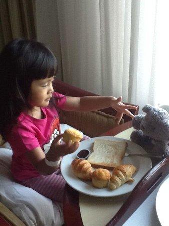 Holiday Inn Bandung: Breakfast in the room