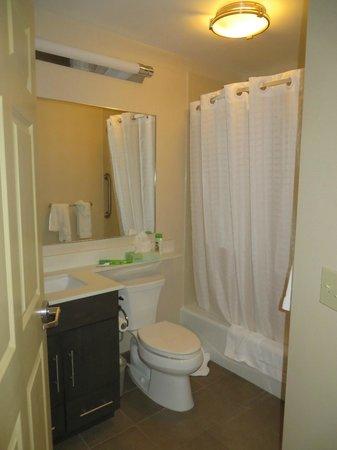 Candlewood Suites Alexandria - Fort Belvoir: Bathroom