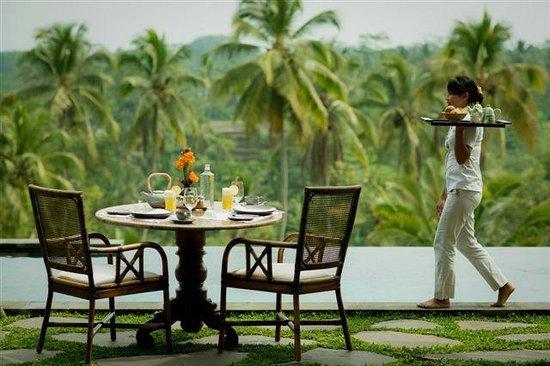 Bali Jiwa Villa: Breakfast at your private pool