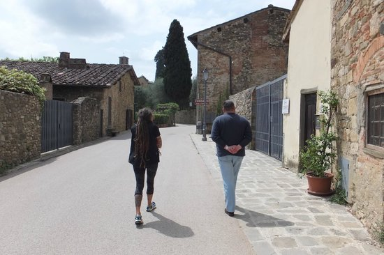 Guido's Tours - Wine Tours in Tuscany: Street by lunch