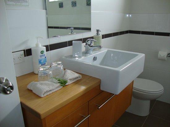 Beresford B&B: Modern bathroom