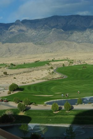 Sandia Resort & Casino: View from room of golf course & Sandia Mts.