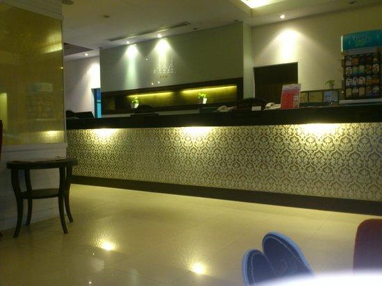 Unico Express Hotel: front desk