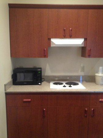 Holiday Inn Express Ashland: Kitchenette 02