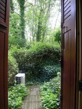 Chambre d'Hote Le Theron: garden view