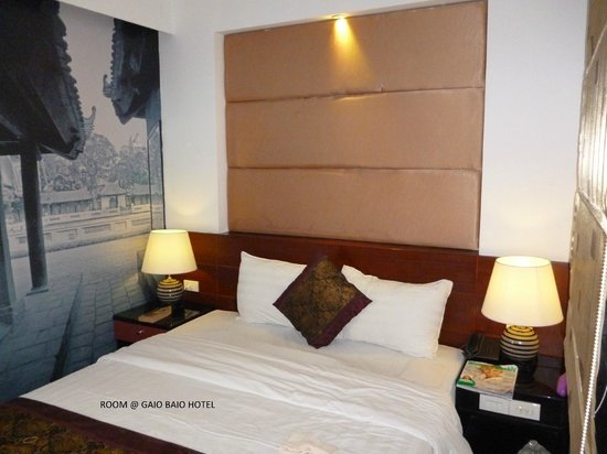 Gia Bao Grand Hotel: double bed
