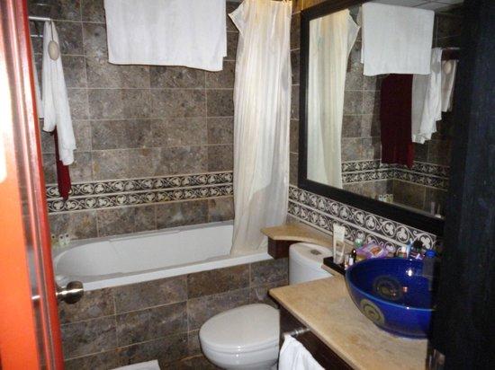 جيا باو جراند هوتل: bathroom