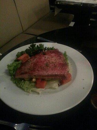 Mundo : tuna steak