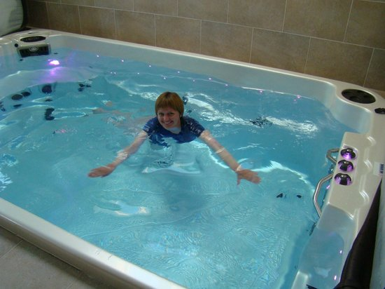 Summerhill B & B: Little pool with jacuzzi is very good