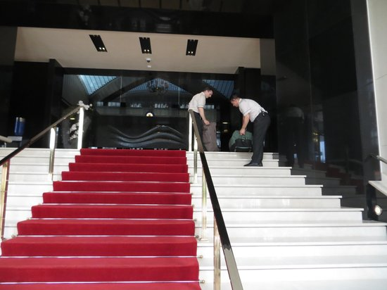 Key Hotel: Eingang über den roten Teppich