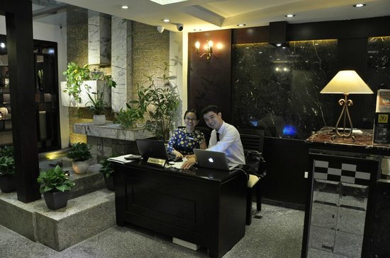 Hanoi Moment Hotel 2: Concierge Counter