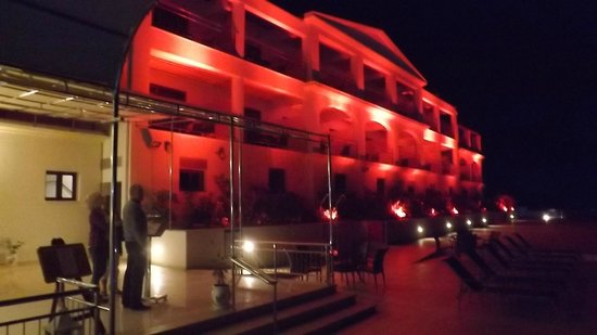 Odyssey Hotel Kefalonia: colour changing lights in the evening