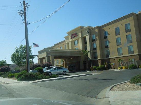 Hampton Inn and Suites Kingman: Aussenansicht
