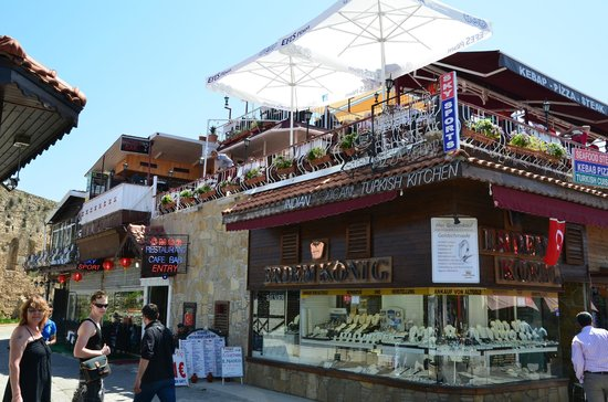 OMUR Restaurant & Cafe Bar: View from the street