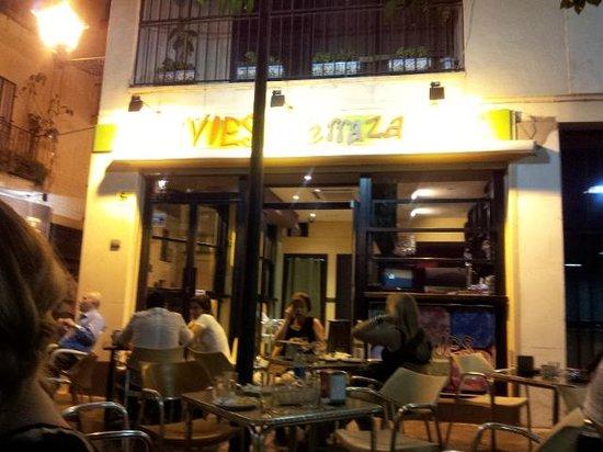 Levies Cafe-Bar: Levíes at night!