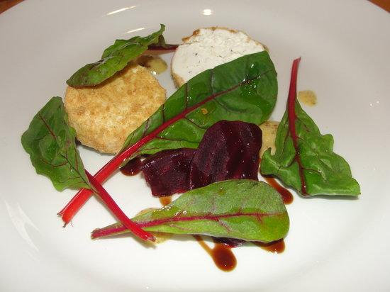 R17 : Goats Cheese & Beetroot salard