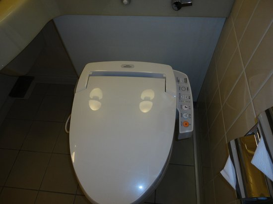 Hotel Grand Palace: electronic toilet