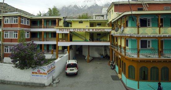 Hotel Dzojila: hotel view