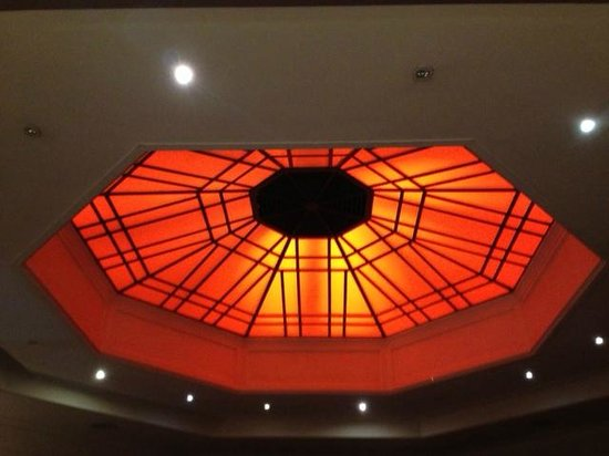 The Clarence: The octagon bar, lovely ceiling