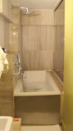 Ibrahim Pasha Hotel: Bathroom