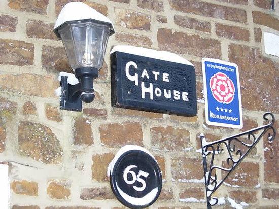 Gate House Bed & Breakfast: Snowy