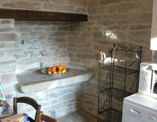 Saint-Martin-sous-Montaigu, France : Cuisine La Petite Maison