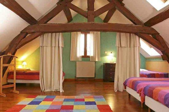 Saint-Martin-sous-Montaigu, France : Chambre La Petite Maison
