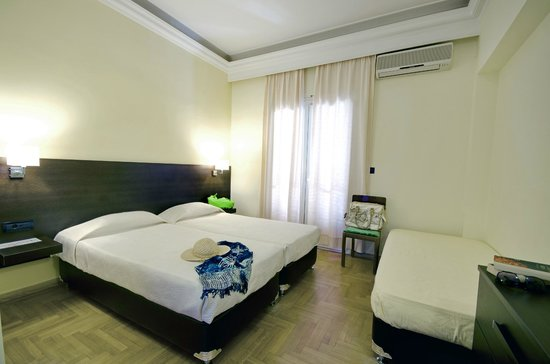 Hotel Sonia: Renovated triple room with sea view
