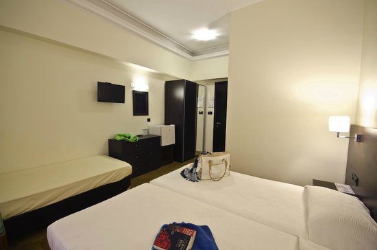 Hotel Sonia: Renovated triple room