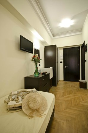 Hotel Sonia: Renovated triple room with full of facilities