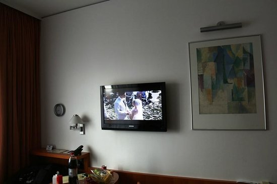 Hotel am Borsigturm: TV area