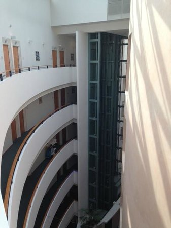 Hotel am Borsigturm: View from the balcony towards lifts