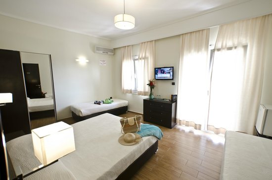 Hotel Sonia: Renovated family room