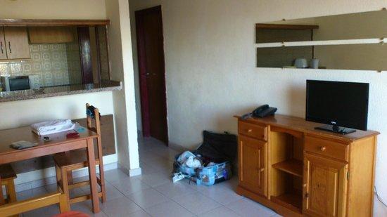 Apartamentos Caribe: Porte de la chambre