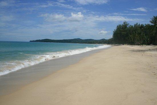 Outrigger Laguna Phuket Beach Resort: The beautiful beach