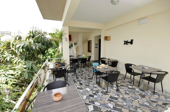 Hotel Sonia: Breakfast and lounge area