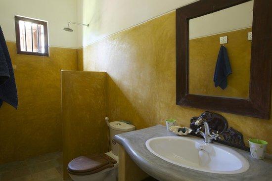 Kikili Villas: one of the ensuite bathrooms