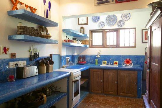 Kikili Villas: Kitchen