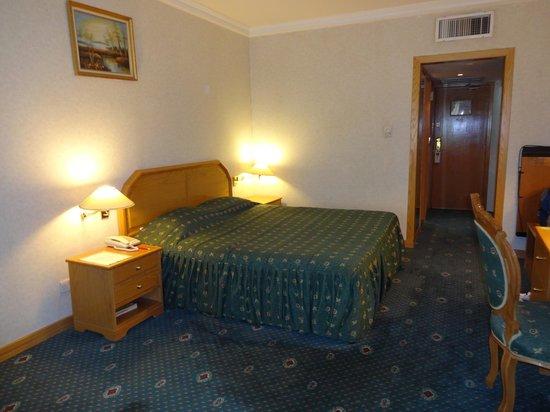 Ramal Hotel Kuwait: Standard King-bed room