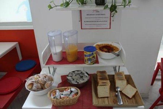 Samay Hostel Sevilla: Breakfast