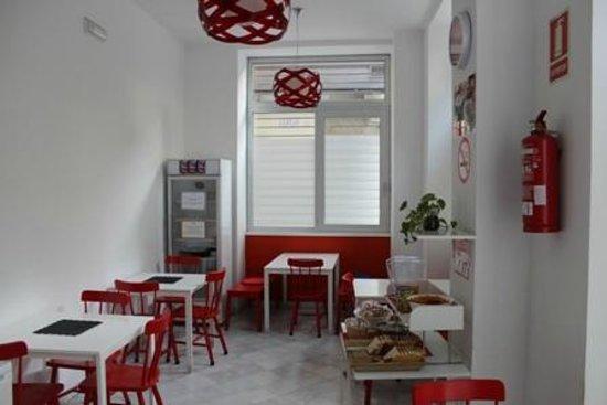 Samay Hostel Sevilla: nice dining room