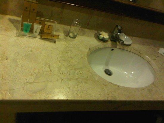Tunjungan Hotel : sink