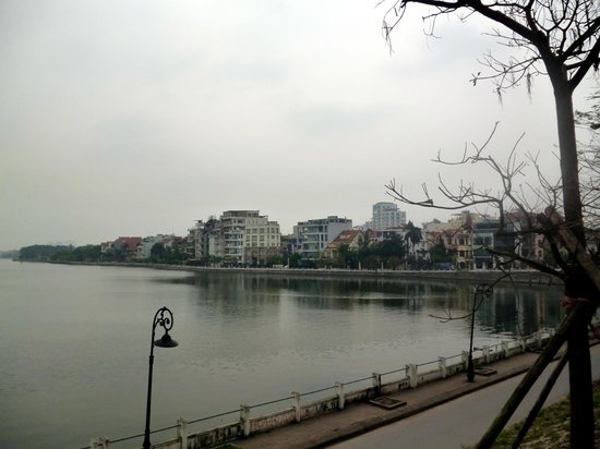 Wild Lotus Hotel: view of lake and city
