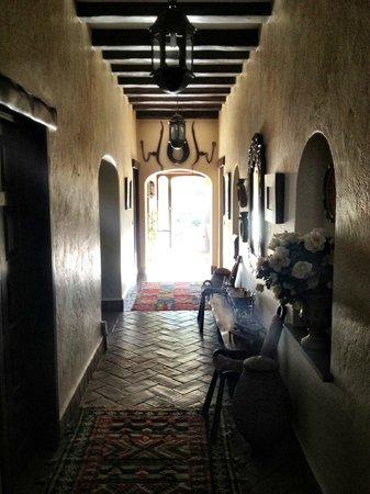 Salsalito: Hallway