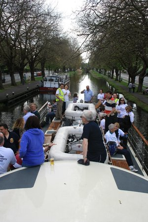 Canal Boat Restaurant: Party on deck!